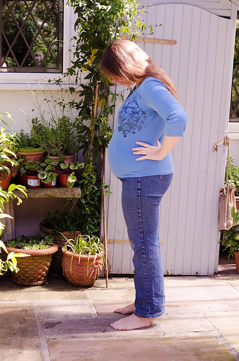 17 week twin pregnancy bump